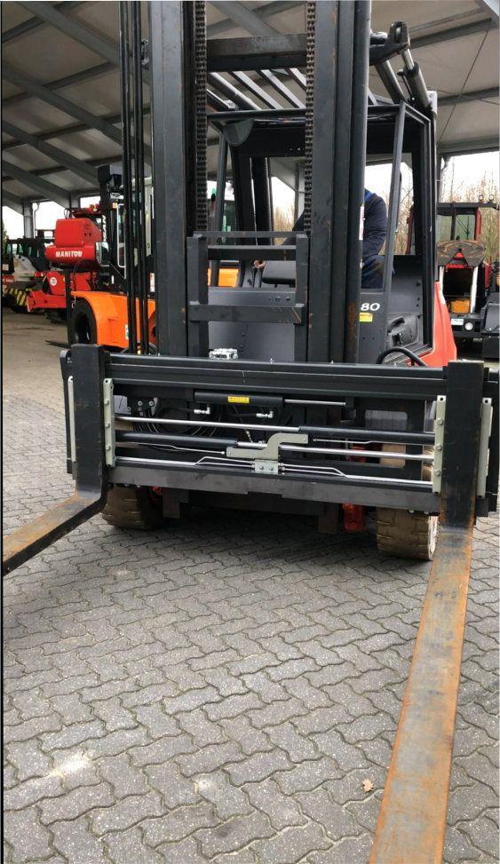 *Sonstige-8t / 600 / 2200mm-Zinkenverstellger�t-http://www.heftruckcentrumemmen.nl