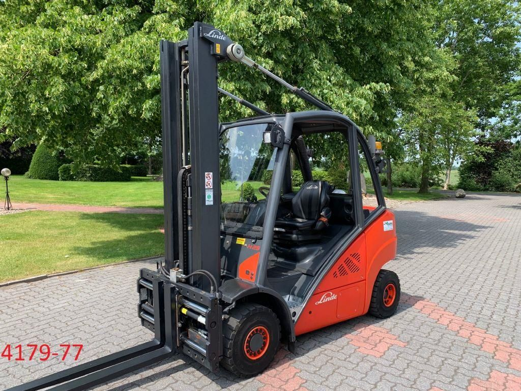 Linde-H 25 T 02-Treibgasstapler-http://www.heftruckcentrumemmen.nl