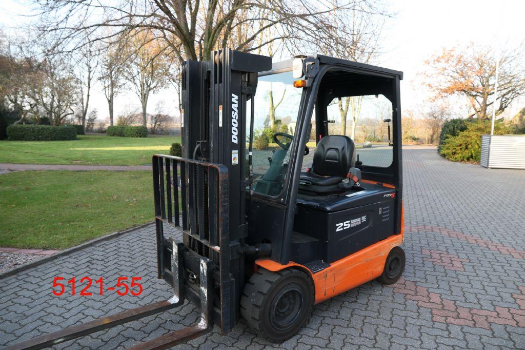 Doosan-B 25 X 5-Elektro 4 Rad-Stapler-http://www.albers-gabelstapler.de