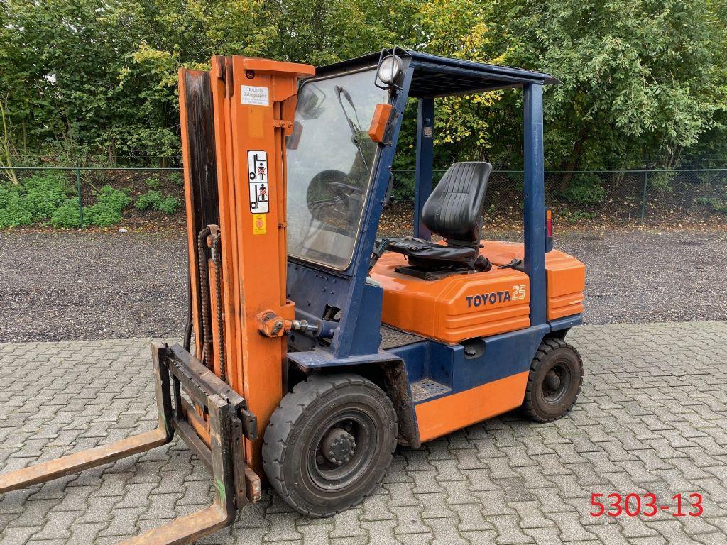 Toyota-02 5 FDF 25-Dieselstapler-http://www.albers-gabelstapler.de