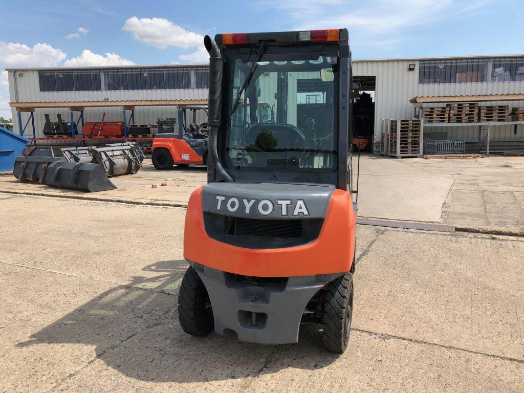 Toyota-02-8FDF20-Dieselstapler-http://www.anders-gabelstapler.de