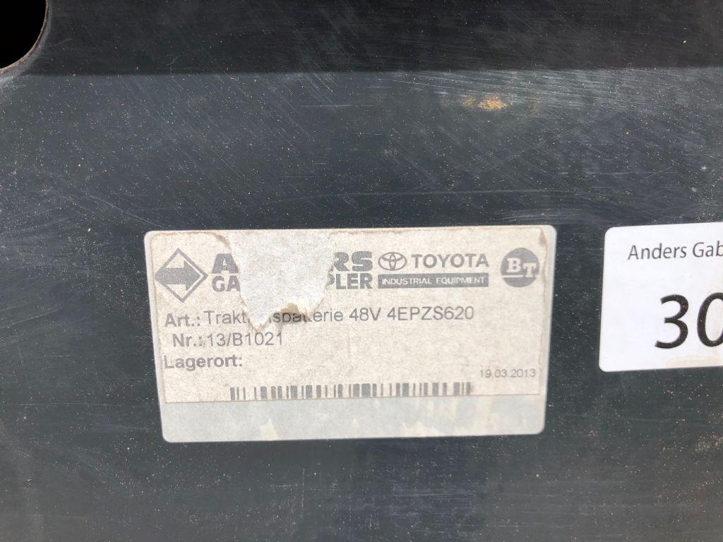 BT-RRE140E-Schubmaststapler-http://www.anders-gabelstapler.de