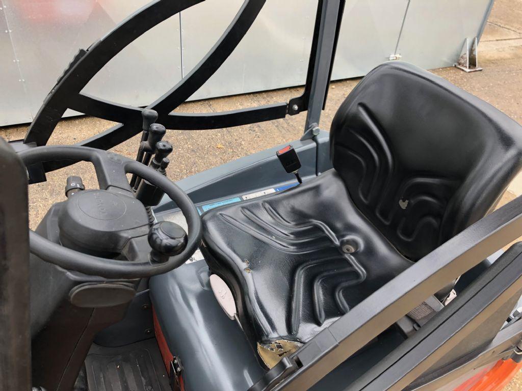 Toyota 7FBEST13 Elektro 3 Rad-Stapler www.anders-gabelstapler.de