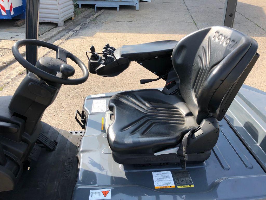 Toyota-8FBMT16-Elektro 4 Rad-Stapler-http://www.anders-gabelstapler.de
