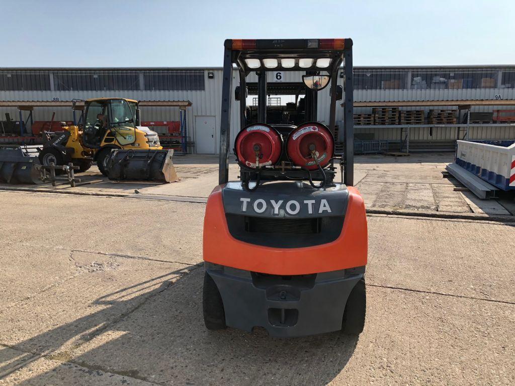 Toyota-02-8FGF25-Treibgasstapler-http://www.anders-gabelstapler.de