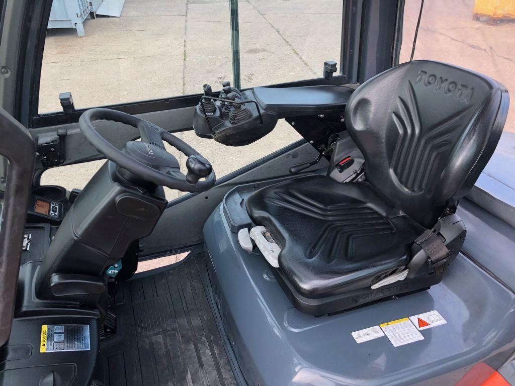Toyota-02-8FDJF35-Dieselstapler-http://www.anders-gabelstapler.de
