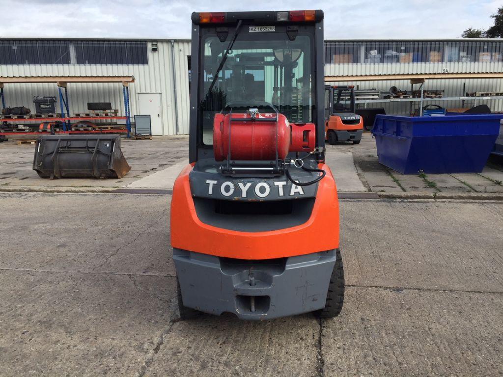 Toyota-02-8FGF30-Treibgasstapler-http://www.anders-gabelstapler.de