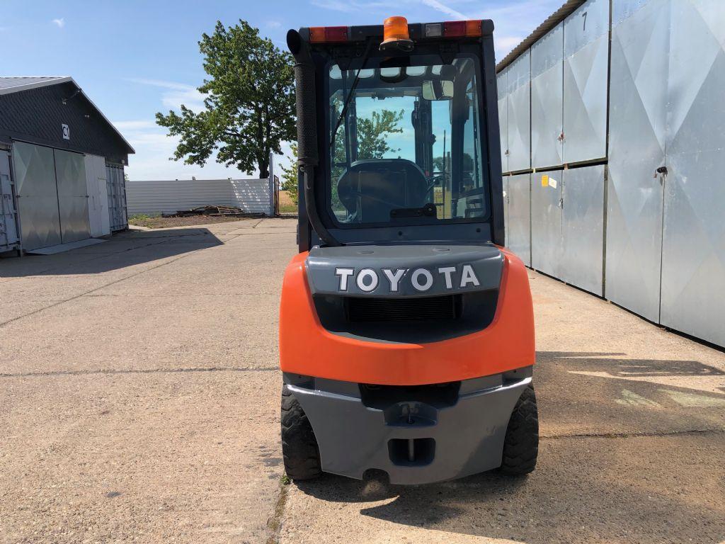 Toyota-02-8FDF25-Dieselstapler-http://www.anders-gabelstapler.de