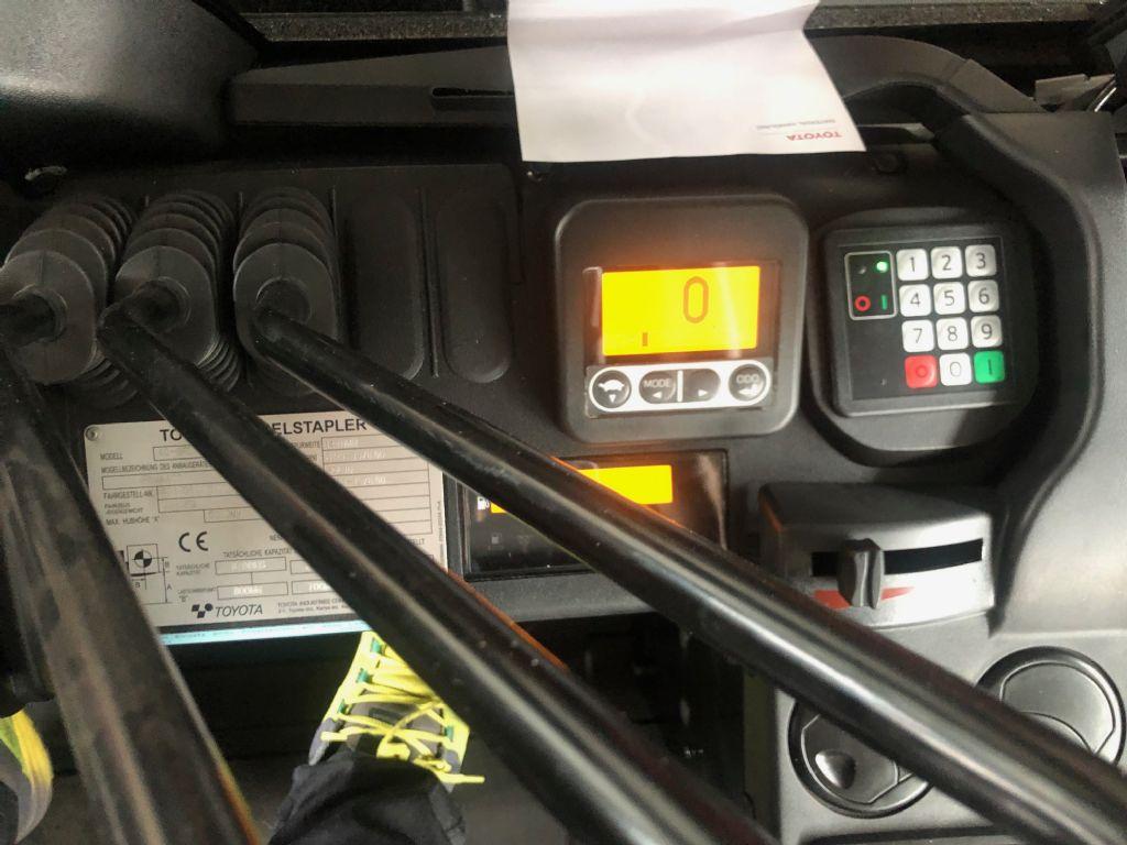 Toyota-40-8FD70N-Dieselstapler-http://www.anders-gabelstapler.de