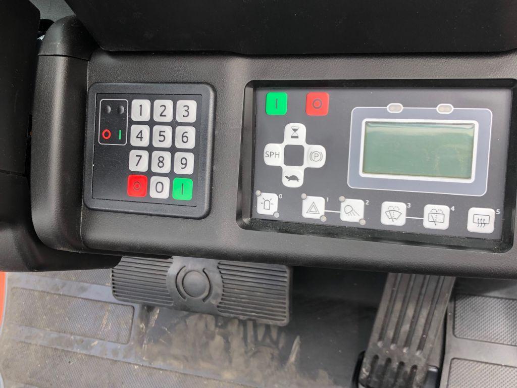 Toyota-8FBMK20T-Elektro 4 Rad-Stapler-http://www.anders-gabelstapler.de