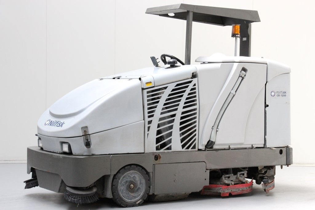 Nilfisk CR1200 Sscrubber-dryer www.bsforklifts.com