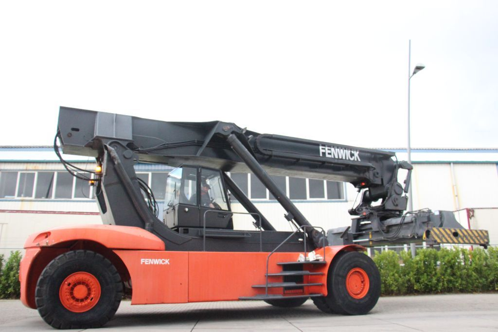 Linde C4130/4 Full-container reach stacker http://www.bsforklifts.com