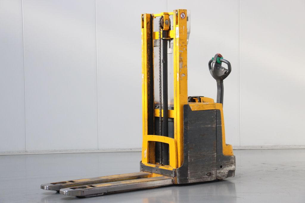 Jungheinrich EJD220 High Lift stacker http://www.bsforklifts.com