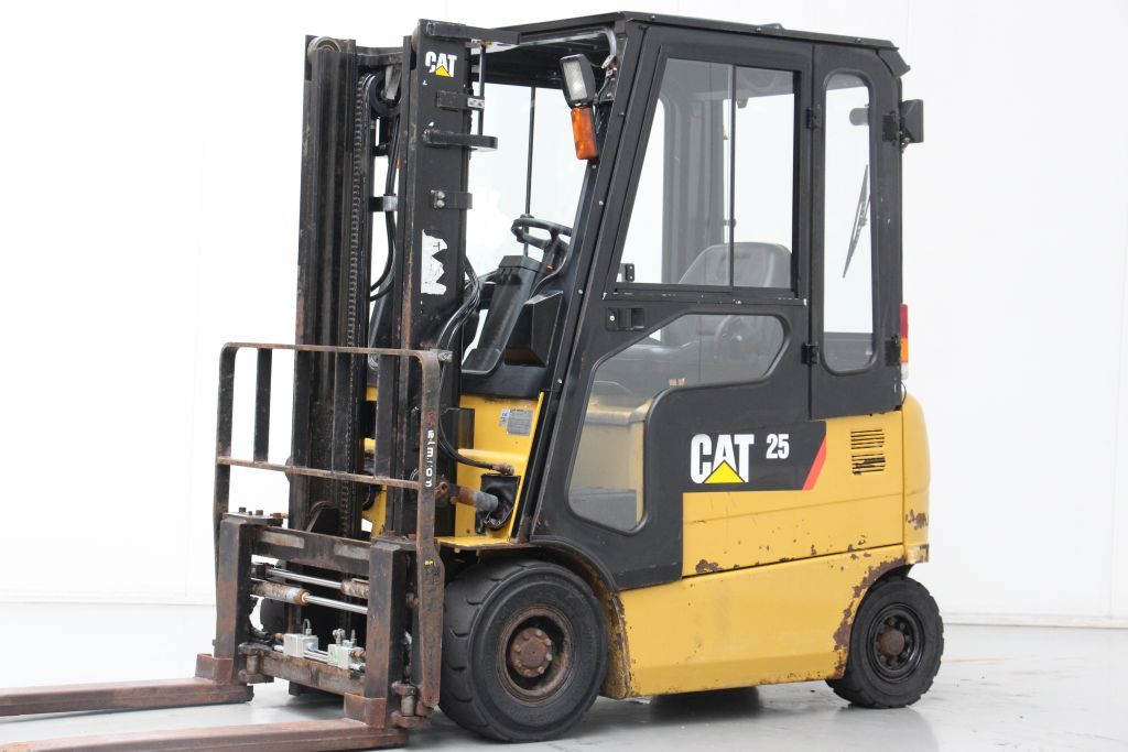 Caterpillar EP25K-PAC Electric 4-wheel forklift www.bsforklifts.com