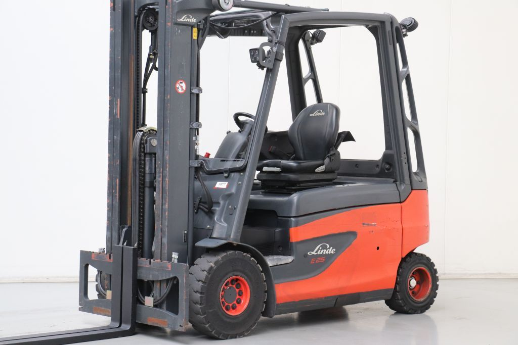 Linde E25-01 Electric 4-wheel forklift www.bsforklifts.com