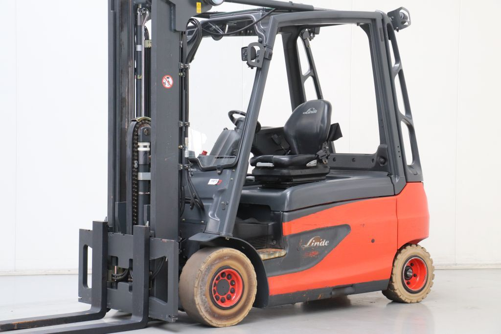 Linde E30L-01 Electric 4-wheel forklift www.bsforklifts.com