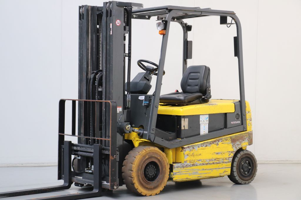 Nissan Q02L25U Electric 4-wheel forklift www.bsforklifts.com