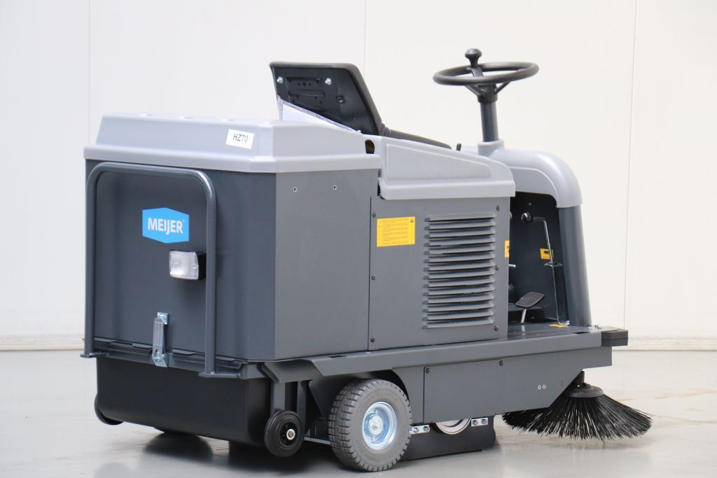 Meyer VR950 Sweepers and vacuum cleaning machine www.bsforklifts.com