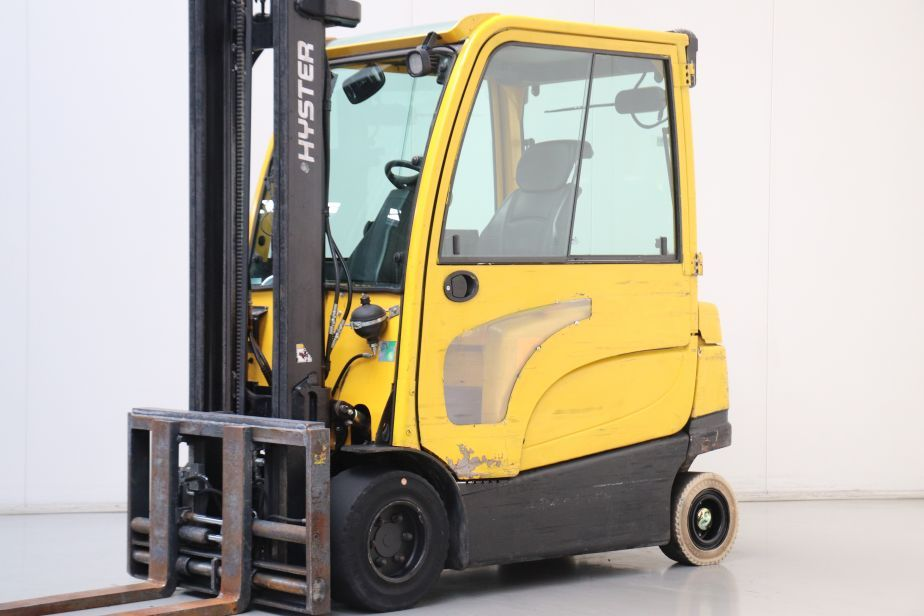 Hyster J3.0XN Electric 4-wheel forklift www.bsforklifts.com