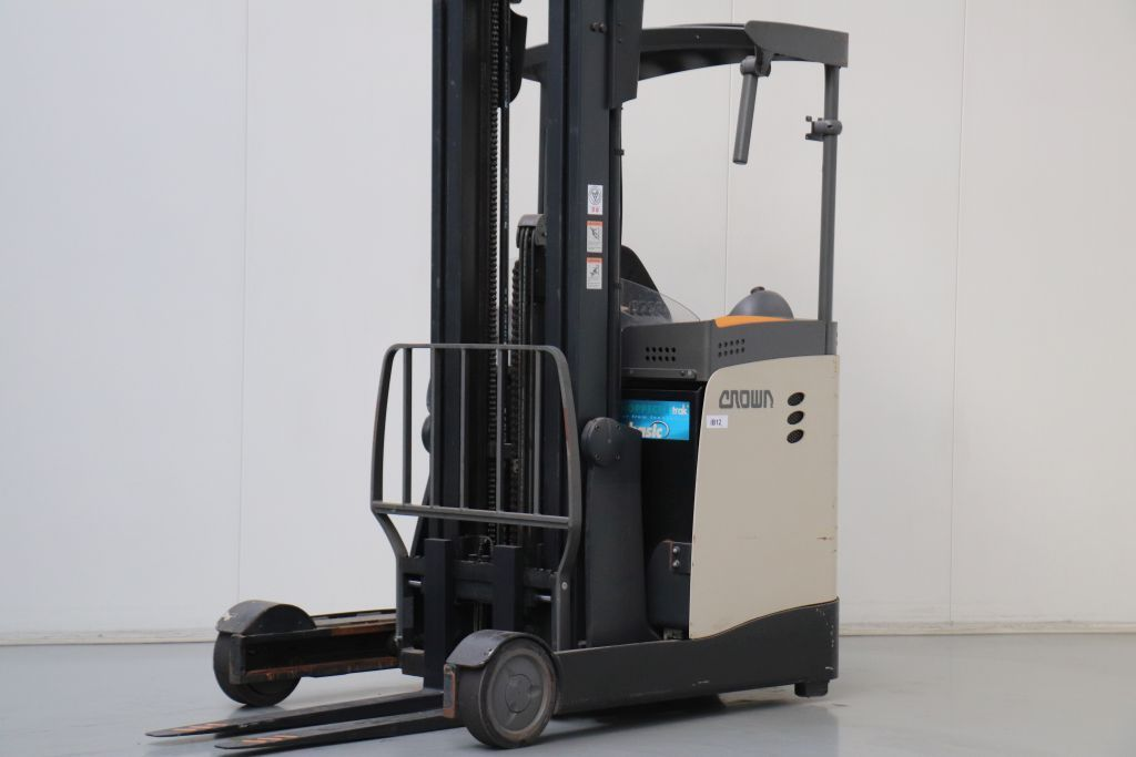 Crown ESR5000.16 Reach Truck www.bsforklifts.com
