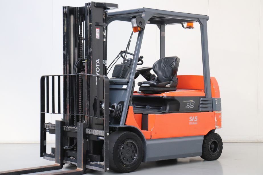 Toyota 7FBMF35 Electric 4-wheel forklift www.bsforklifts.com