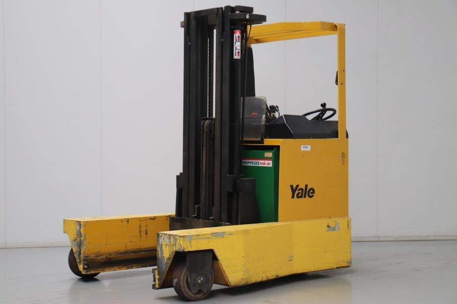 Yale MR20Y Four-way reachtruck www.bsforklifts.com