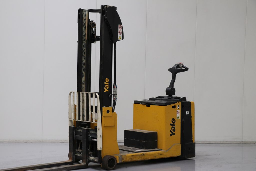 Yale MC15 Stand-on stacker www.bsforklifts.com