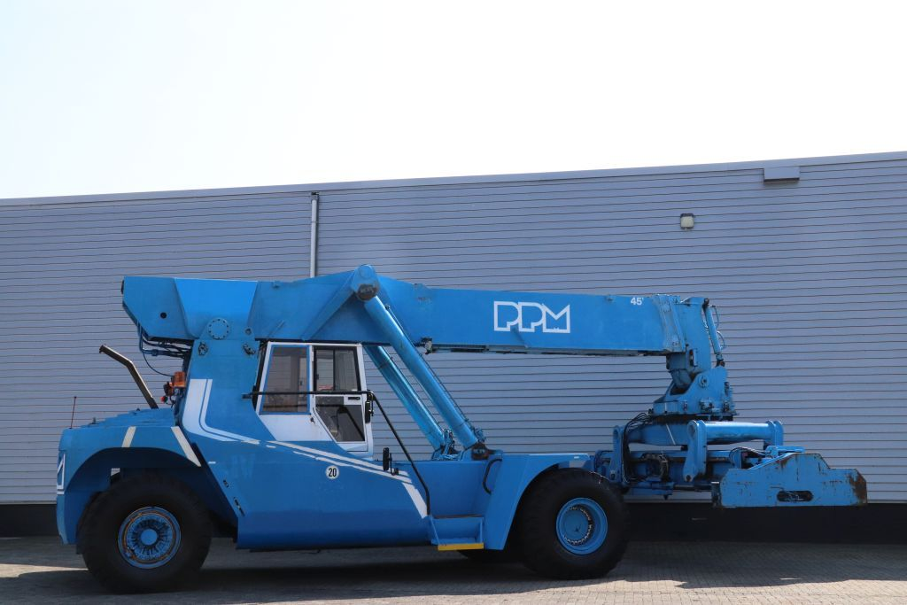 PPM SUPERSTACKER Reach-stacker per container pieni www.bsforklifts.com