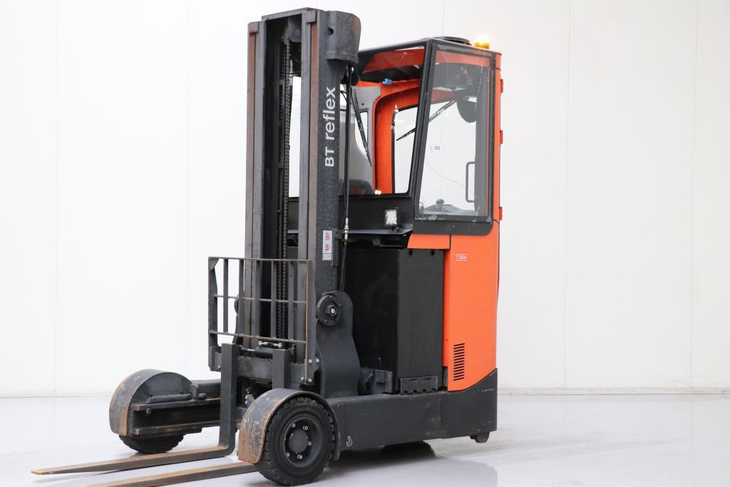 BT RRE160R Carrello retrattile www.bsforklifts.com