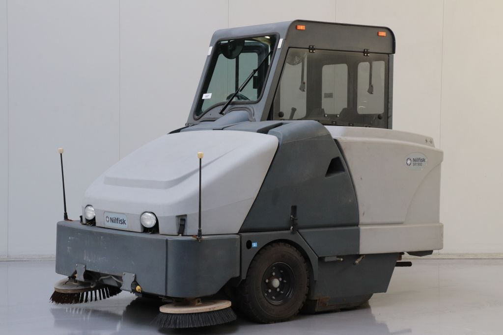 Nilfisk SR1900 Sweepers and vacuum cleaning machine www.bsforklifts.com