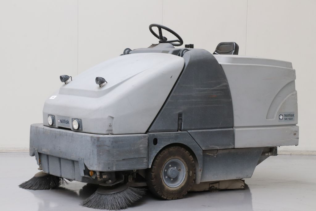 Nilfisk SR1601B MAX Sweepers and vacuum cleaning machine www.bsforklifts.com