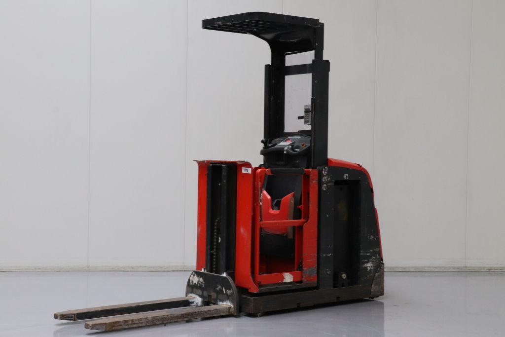 Linde V10 Medium Lift Order Picker www.bsforklifts.com