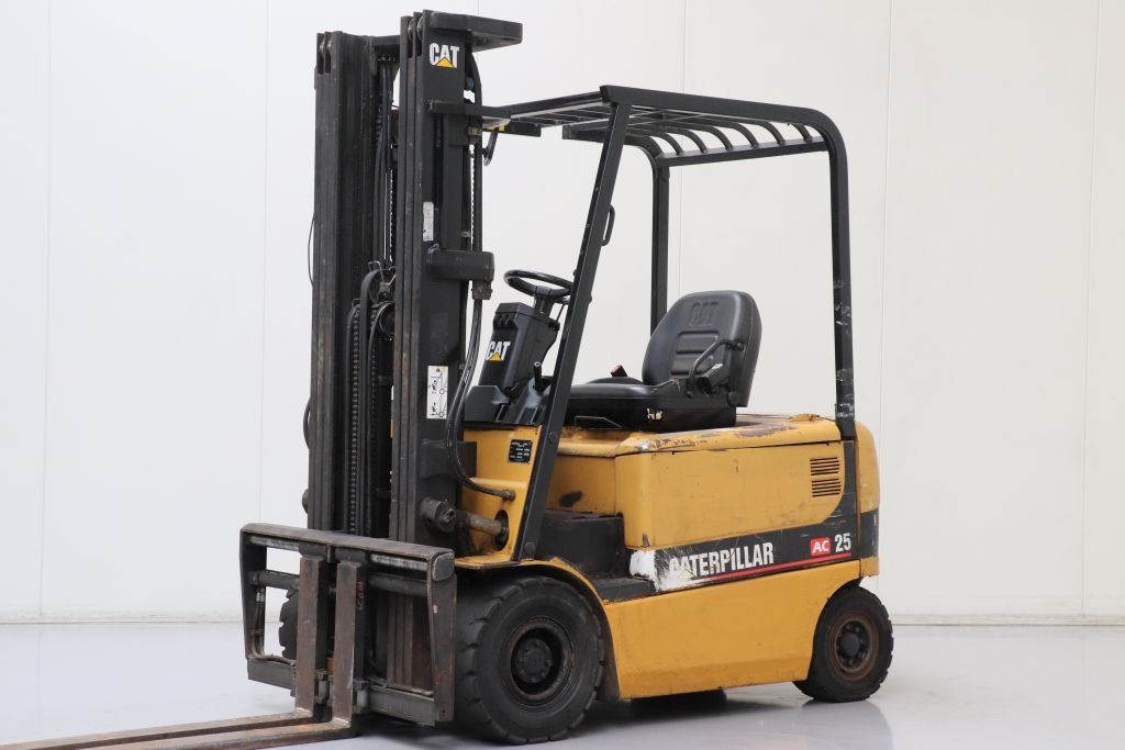 Caterpillar EP25K PAC Electric 4-wheel forklift www.bsforklifts.com