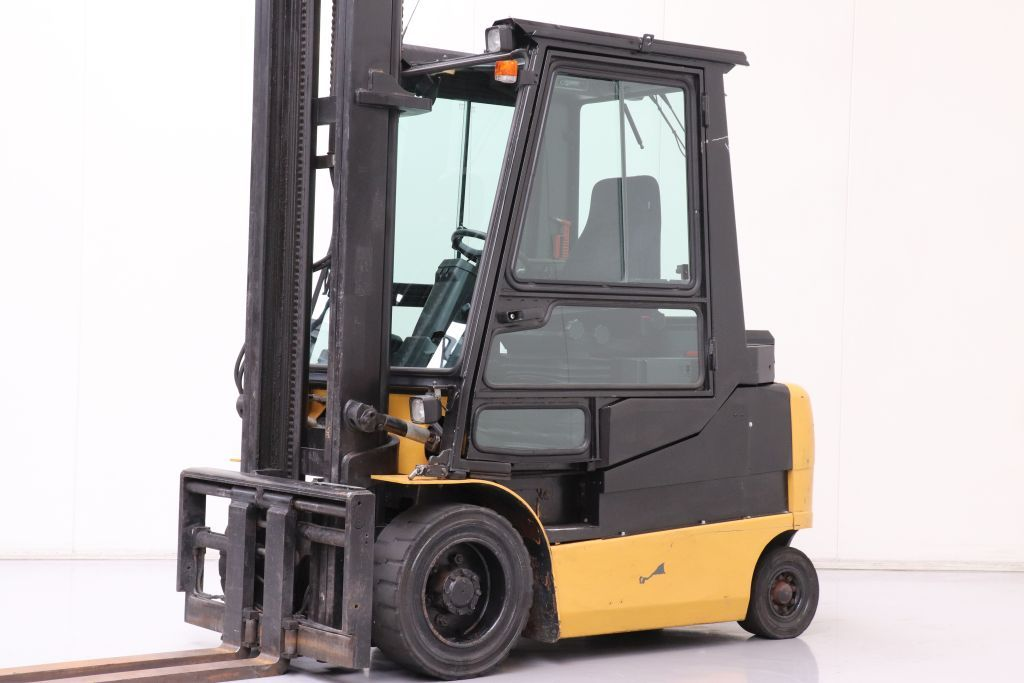 Caterpillar EP30K PAC Electric 4-wheel forklift www.bsforklifts.com