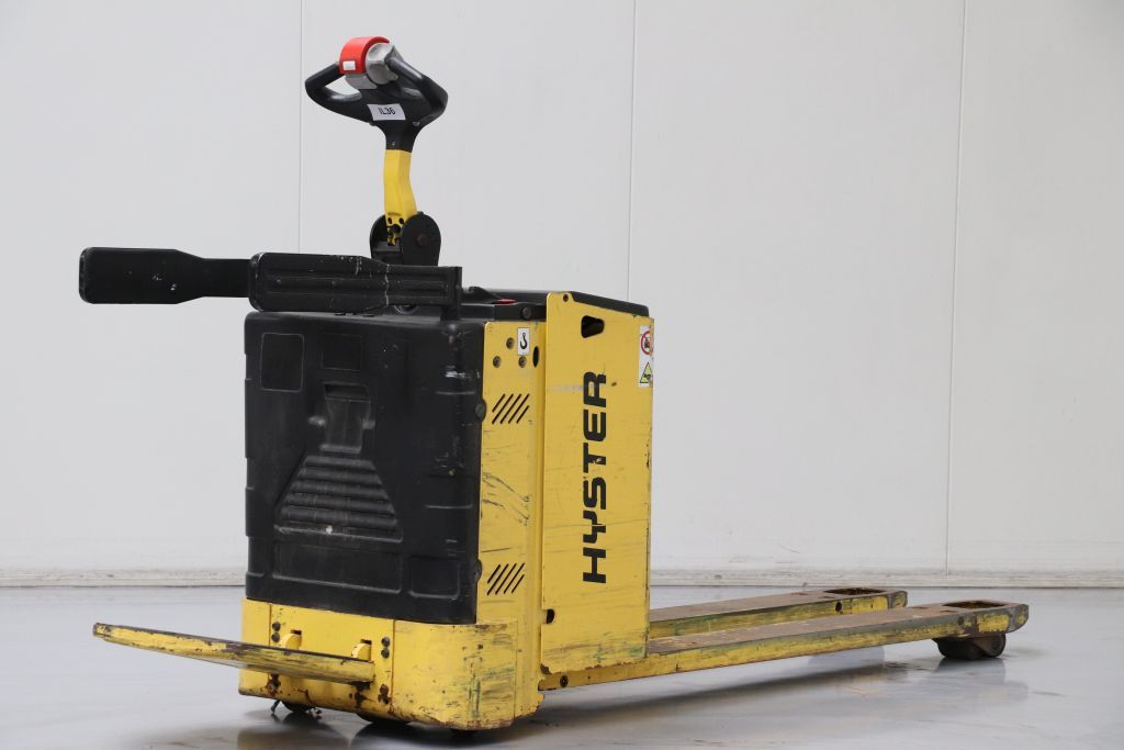 Hyster P2.0SE Electric Pallet Truck www.bsforklifts.com