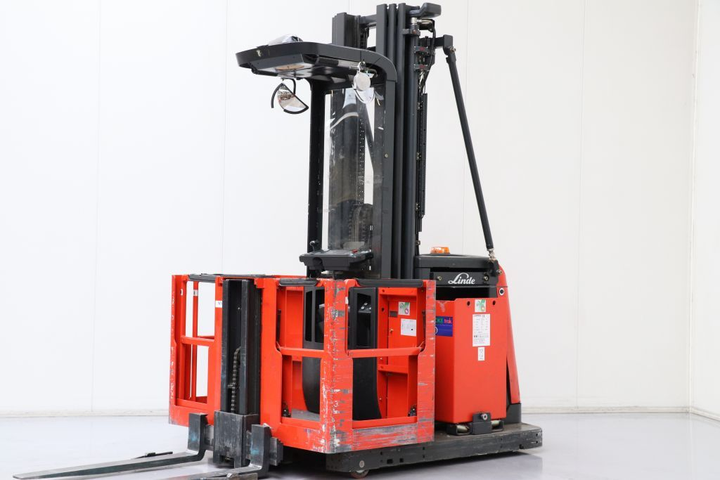Linde V12 High Level Order Picker www.bsforklifts.com