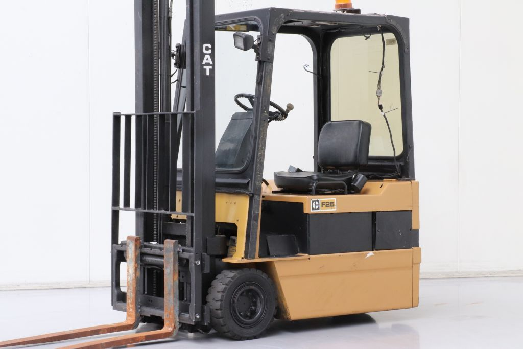 Caterpillar F35 Electric 3-wheel forklift www.bsforklifts.com