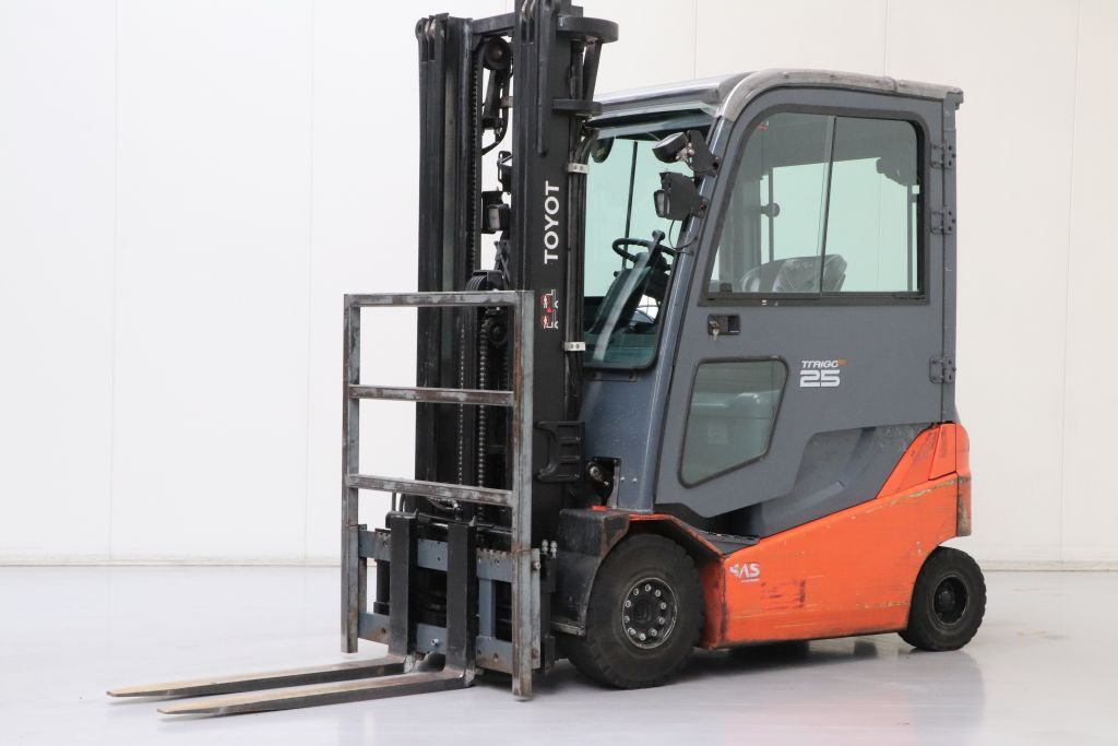 Toyota 8FBMKT25 Electric 4-wheel forklift www.bsforklifts.com