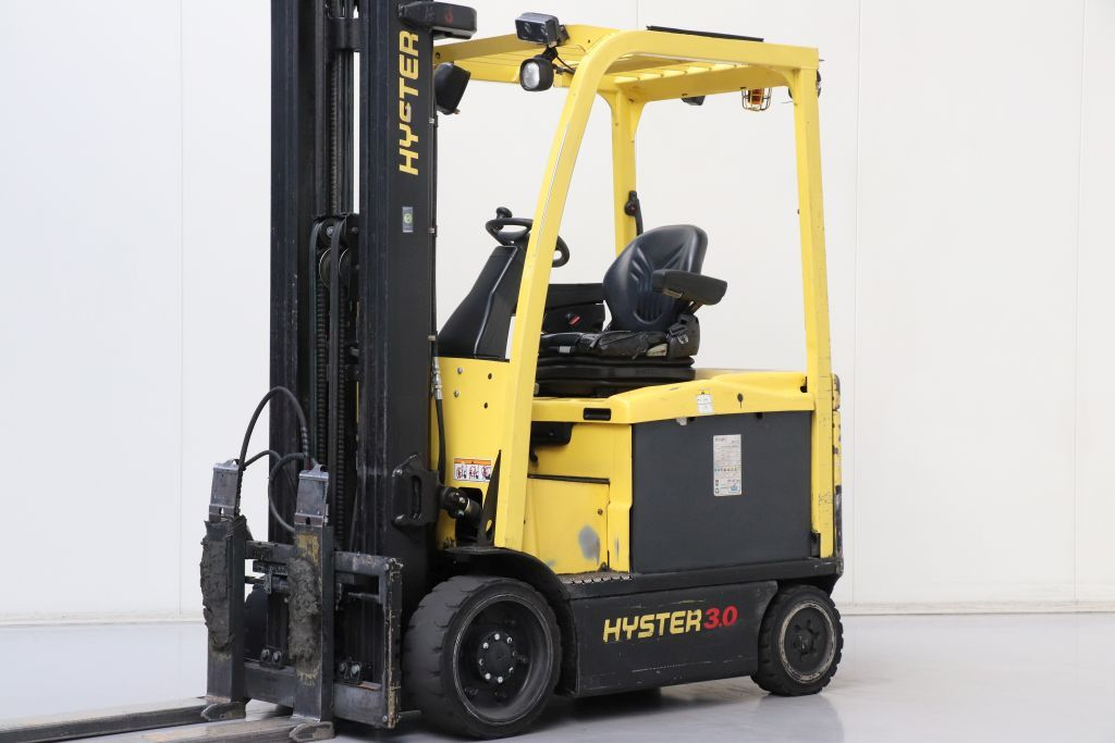 Hyster E3.0XNMWB Electric 4-wheel forklift www.bsforklifts.com
