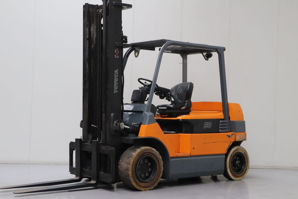 Toyota 7FBMF50 Electric 4-wheel forklift www.bsforklifts.com