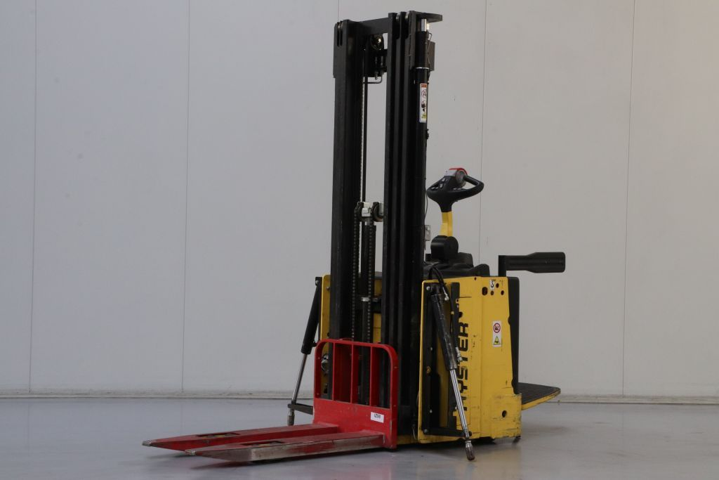 Hyster S1.5S Stoccatore www.bsforklifts.com