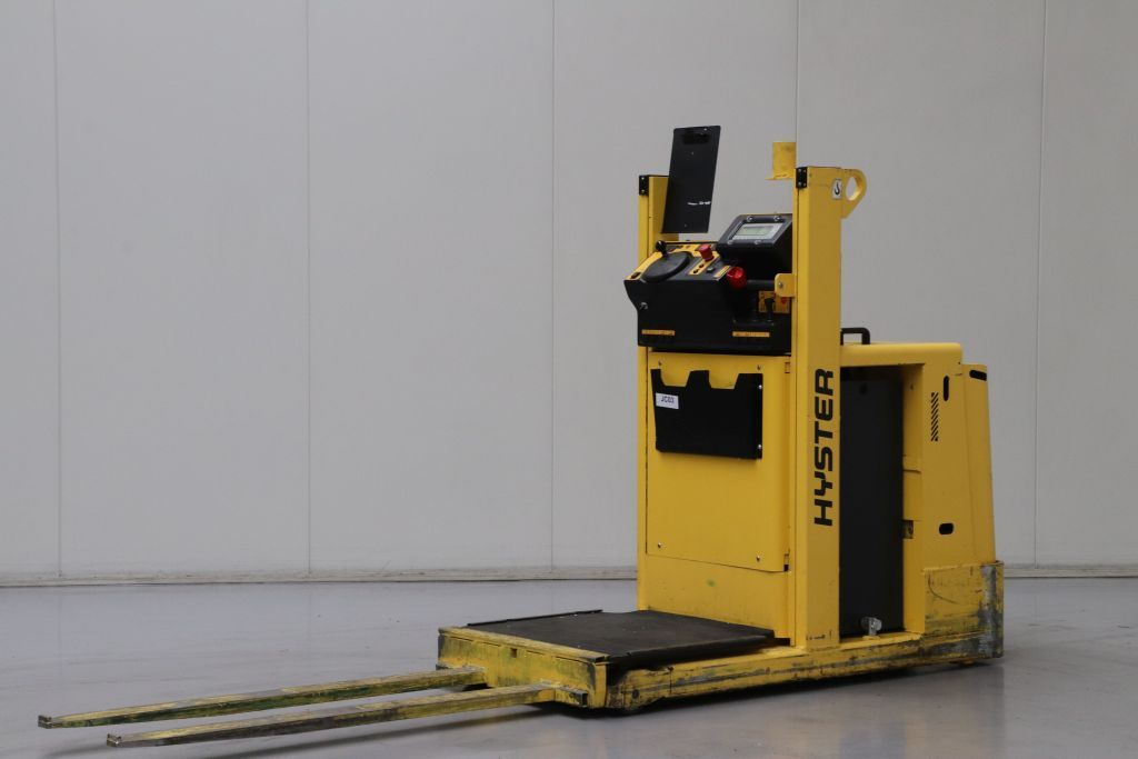 Hyster K1.0LAC Medium Lift Order Picker www.bsforklifts.com