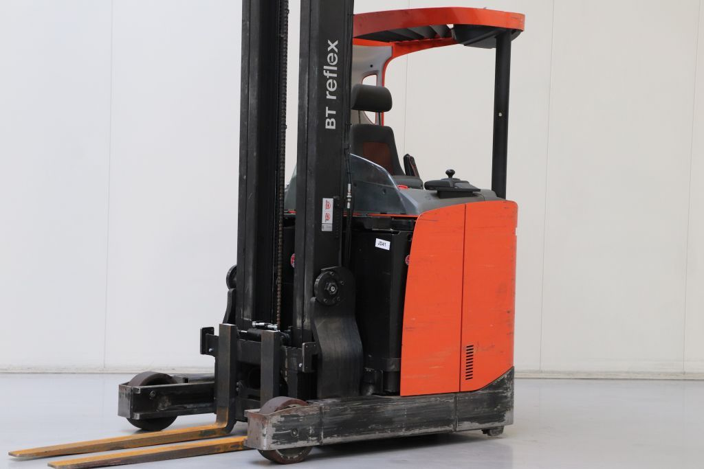 BT RRE160E Carrello retrattile www.bsforklifts.com