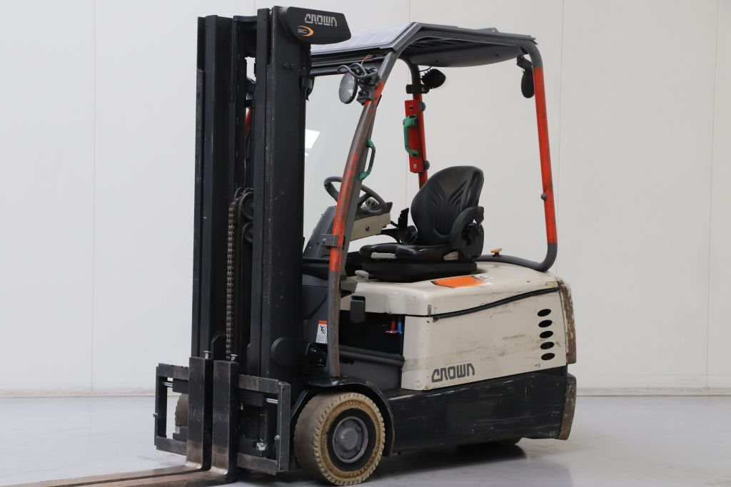 Crown SC5340-1.6 Electric 3-wheel forklift www.bsforklifts.com