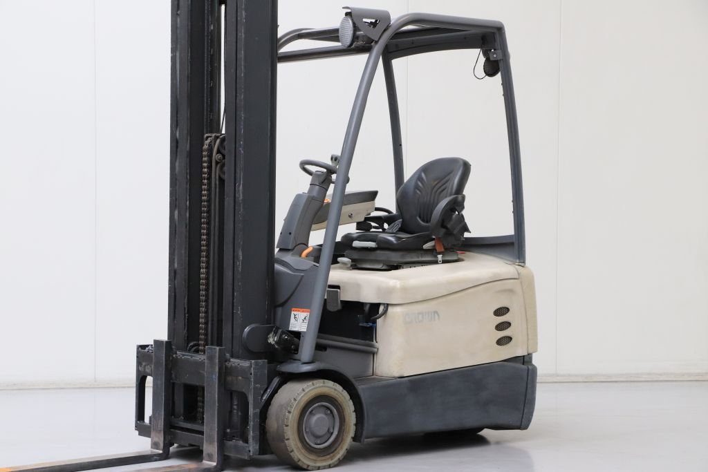 Crown SCT6020-1.6 Electric 3-wheel forklift www.bsforklifts.com