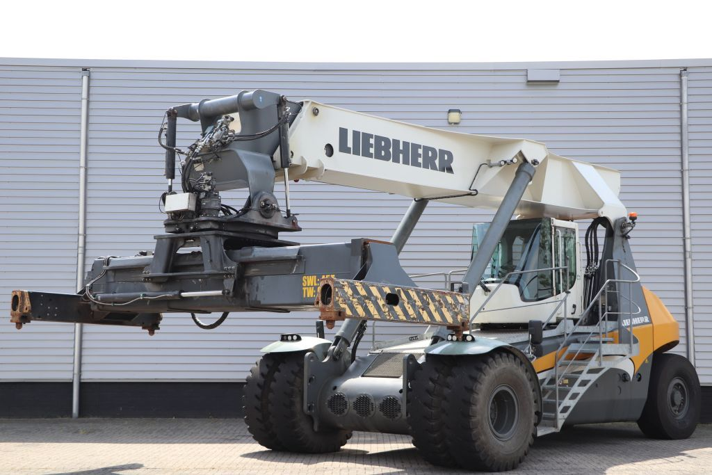 Liebherr RS1502.03 - LRS545 Full-container reach stacker www.bsforklifts.com