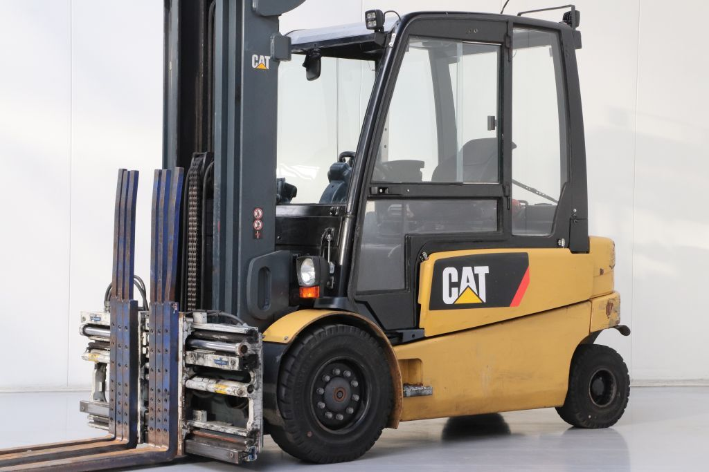 Caterpillar EP40 Electric 4-wheel forklift www.bsforklifts.com