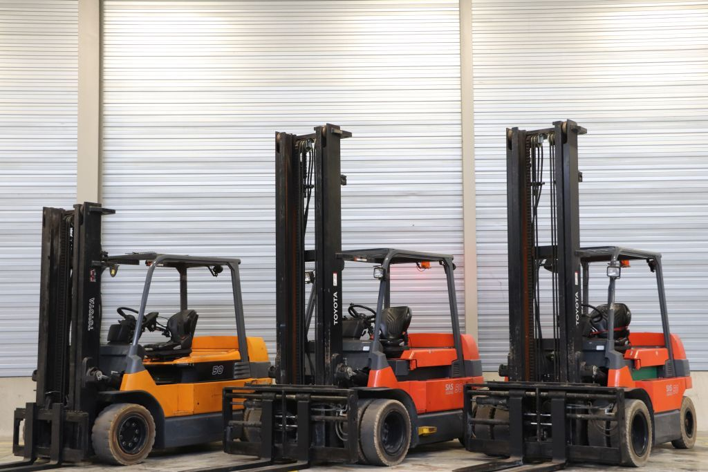 Linde  Electric 4-wheel forklift www.bsforklifts.com