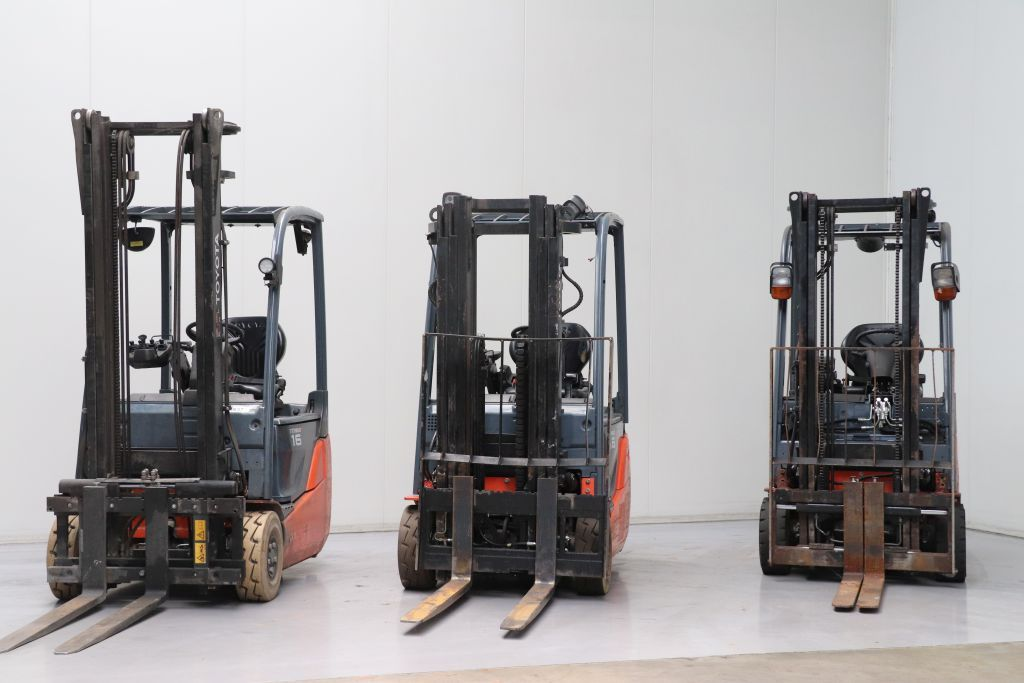 Toyota  Electric 3-wheel forklift www.bsforklifts.com
