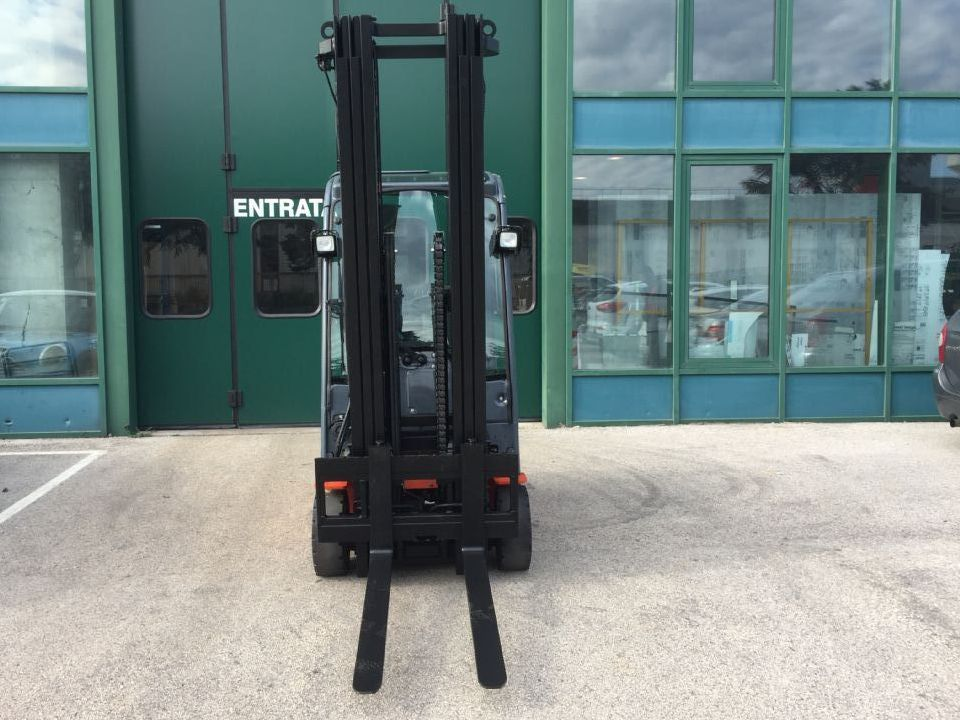 Toyota 8FBET16 Elektro 3 Rad-Stapler www.cemiat.com